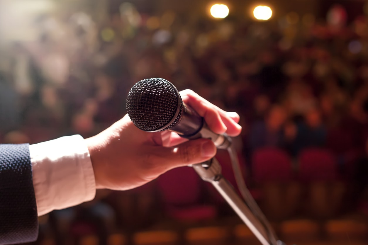 Microphone with crowd